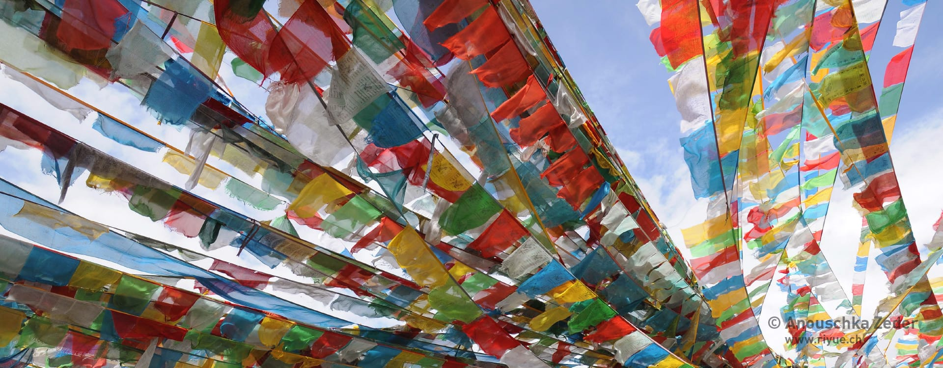 riyue – Kontakt – Praxis für TCM – Gebetsfahnen Tibet